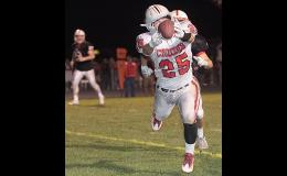 HCHS tight end Josh Cheek (25) reaches out to snare a diving 13-yard touchdown catch during Friday night's first half at Creston.