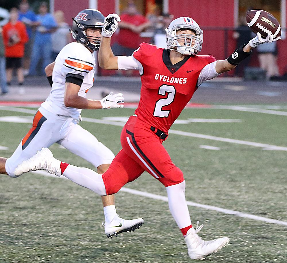 Cyclone senior Brett Sears nearly makes a one-handed catch on the dead run during the first half against Sergeant Bluff-Luton. The ball slid off Sears' fingertips for an incompletion.