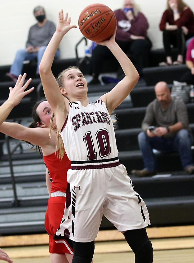 Exira-EHK sophomore Quinn Grubbs attacks the hoop against Ar-We-Va Tuesday night. She scored 18 points. (Photos by Mike Oeffner)