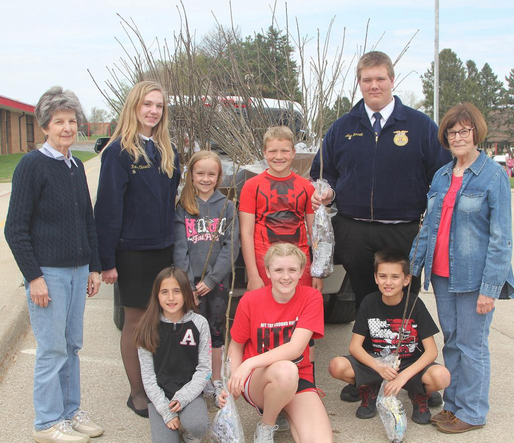 Front from left:  Bailey Smith, Hope Preston and Jayden Lacy.  Back from left:  Bev Burmeister; Reanna Obrecht, Harlan FFA; Carly Torneten, Aiden Bladt; Alex Barrett, Harlan FFA; and Mary Illg.