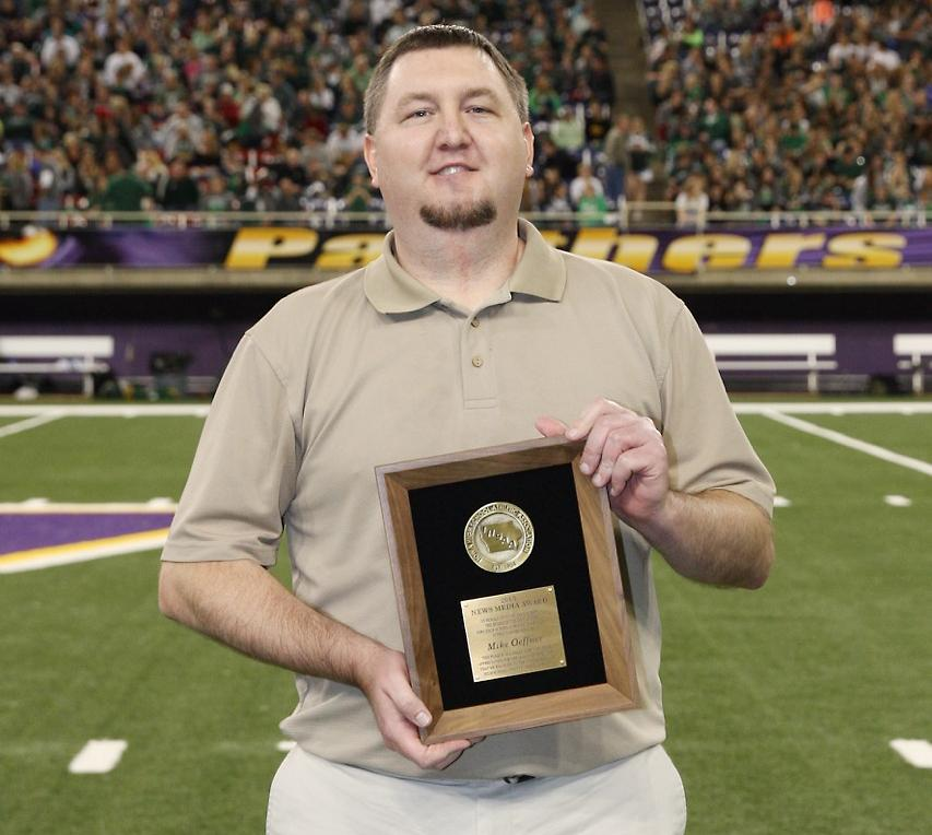 Sports Editor Oeffner honored<br />by IHSAA with media award