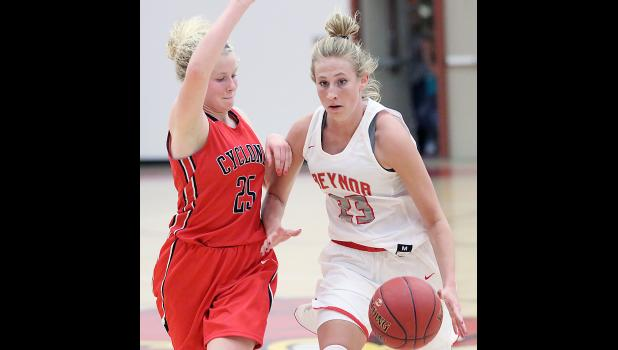HCHS sophomore Brecken Van Baale (25) looks to stop the dribble penetration of Treynor's Kayla Chapman on Monday night.