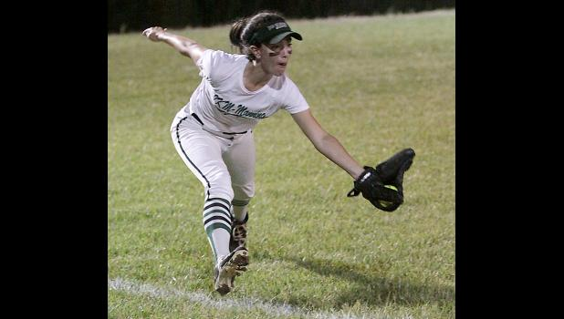 IKM-Manning left fielder Emily Kerkhoff makes a nice running catch near the foul line against Logan-Magnolia.