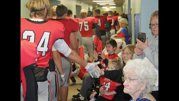 The team makes its way past the Elm Crest residents. (Photos by Mike Oeffner)