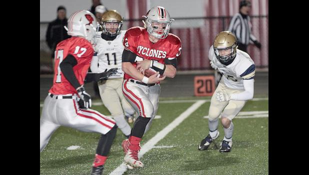 HCHS tailback Nick Foss breaks free for a 21-yard TD run Friday as receiver Kevin Campbell (17) looks to throw a block.