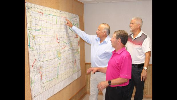 U.S. Rep. Steve King (R-Iowa)  with Panama Transfer owners Dean Kloewer (middle) and Mark Crall (right).